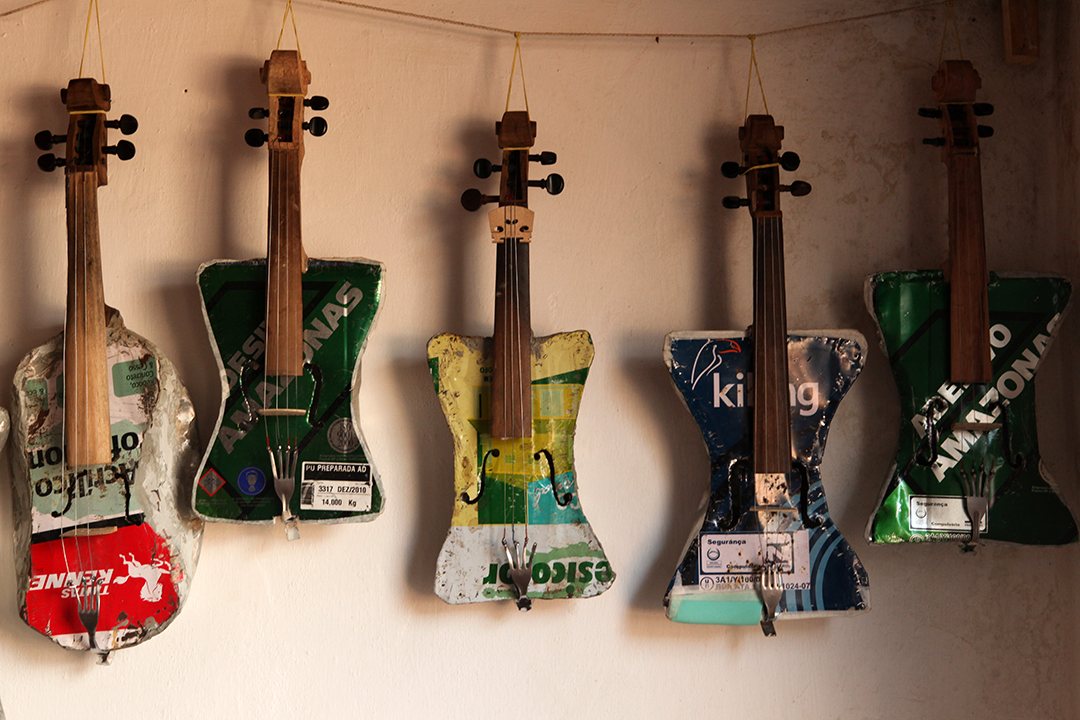landfillharmonic_recycled_violins
