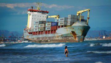 woman sea bg
